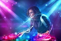 Blandande musik för flicka med kraftiga ljusa effekter Arkivbilder