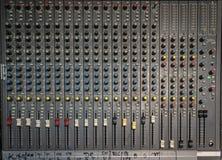 Blandare för ljudsignalinspelningstudio Arkivbild