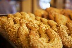 Blandat bröd och bakelse Arkivfoto