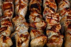 Blandat grillat köttuppläggningsfat Blandat läckert grillat kött Arkivbilder