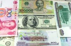 Blandat internationellt för pappers- pengar upp Royaltyfri Foto