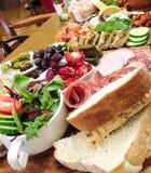Blandat kött-, fisk- och grönsakuppläggningsfat Royaltyfria Foton
