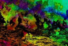 Blandat massmedia konstverk, abstrakt färgrikt konstnärligt målat lager i blå, grön, gul purpurfärgad färgpalett på grungetextur arkivbild