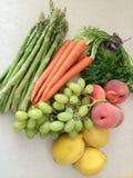 Blandning av grönsaker och frukter royaltyfria foton