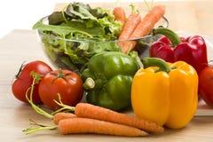 Blandning av grönsaker på sallad Royaltyfria Bilder