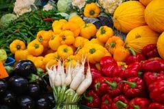 Blandning av nya frukter och grönsaker, marknad i Tangier (Marocko) Royaltyfria Foton