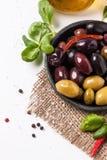 Blandning av oliv och chilipeppar Royaltyfria Bilder