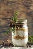 Blandning för kaka för chokladchiper för julgåva Arkivbild