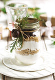 Blandning för kaka för chokladchiper för julgåva tonad bild Royaltyfria Foton
