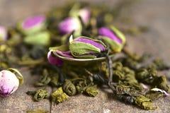 Blandningen av teet med steg Arkivbild