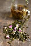 Blandningen av teet med steg Arkivfoto