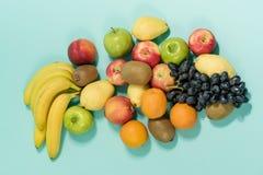 blandningen bär frukt bakgrund täta nya frukter upp äta som är sunt arkivbilder