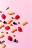 Blandningen bär frukt frukter tätt upp Sund bakgrund Nytt äta, bantar Royaltyfria Foton