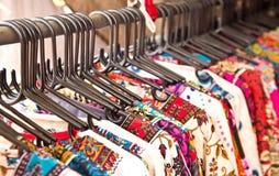 Blandningfärgkläder och band Royaltyfria Bilder