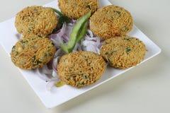 Blandninggrönsaken Pakora är ett populärt indiskt mellanmål Arkivfoton