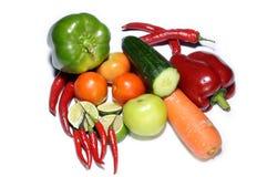Blandninggrönsaker som isoleras på vit Arkivfoton