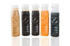 Blandningisdryck i packe: mjölkar thai te för citronen, thai te, gre Arkivbild