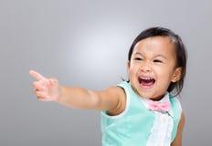 Blandras- behandla som ett barn flickahanden upp Royaltyfri Foto
