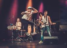 Blandras- musikmusikband på en etapp fotografering för bildbyråer