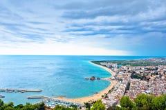 Blanes strand en de rots van Sa Palomera, Spanje royalty-vrije stock afbeelding