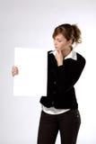 blank affärskvinnaholdingpapper Fotografering för Bildbyråer