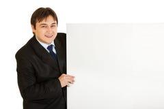 blank affärsman för affischtavla som rymmer modernt nöjt Royaltyfri Fotografi