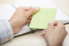 Blank green adhesive note Royalty Free Stock Photography