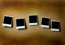 blank grunge klämmde fast polaroids Arkivbilder