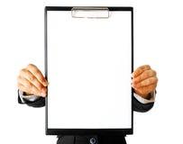 blank kvinna för affärsclipboardholding arkivbild