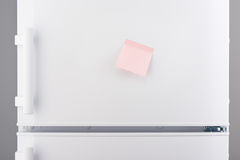 Blank light pink sticky paper note on white refrigerator Stock Images