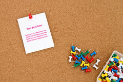 Blank note on cork board Royalty Free Stock Photos