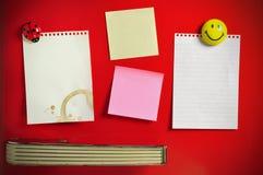 Blank note on fifties fridge door stockfoto