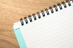 Blank note pad on wood. En table Royalty Free Stock Images
