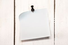 Blank note paper with pin Royalty Free Stock Photos