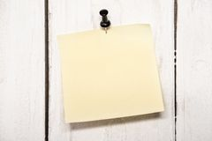 Blank note paper with pin Royalty Free Stock Images