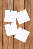Blank note papers and color pins Royalty Free Stock Photography