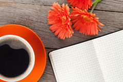 Blank notepad, coffee cup and orange gerbera flowers Royalty Free Stock Photography