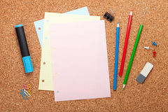 Blank notepad page on cork notice board Stock Photos