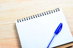 Blank notepad with pen Royalty Free Stock Image