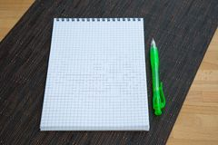 Blank notepad with pen Royalty Free Stock Photography