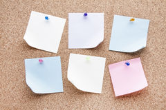 Blank notes and multicolored thumbtacks Stock Photography