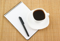 Blank pad of paper with pen and coffee Royalty Free Stock Photography