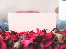 Blank paper note for Valentine`s day and flower petals Royalty Free Stock Photos