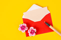 Blank pink paper card in red envelope letter and pen. Royalty Free Stock Images