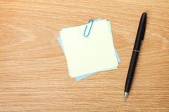 Blank post-it with pen Royalty Free Stock Photo