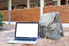 Blank screen notebook, laptop and Green Travel Bag at park. view. Blank screen laptop and Green Travel Bag at park. view from front notebook screen, concept of Stock Photos
