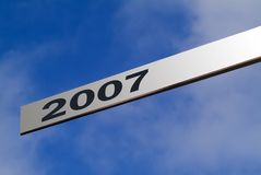 Blank sign. Blank aluminum finger sign against blue sky ready pointing to 2007 Royalty Free Stock Image