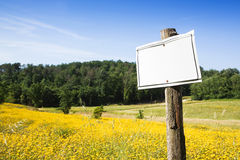 Blank sign indicating in the countryside Stock Photography