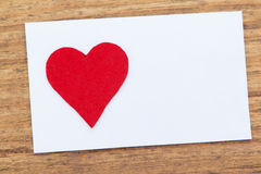 Blank sticky note with a red heart on a wooden background Royalty Free Stock Photography