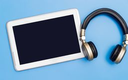 Blank tablet with wireless headphone for Music application mock up Royalty Free Stock Photos